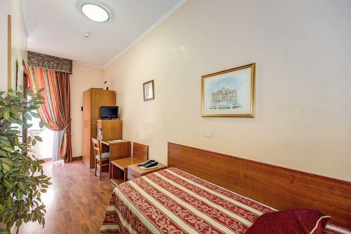 Buonarroti Home camera singola zona St M. Maggiore