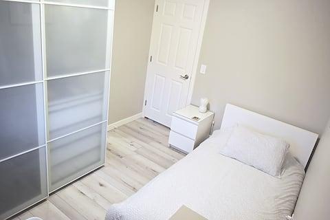 Cozy Rooms Main Floor Room#3 (short/long Term)