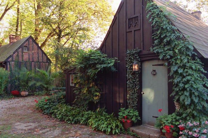 Romantic English Cottage #1