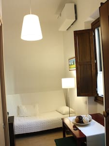 CENTRAL STATION INDEPENDENT STUDIO! - Firenze - Apartment
