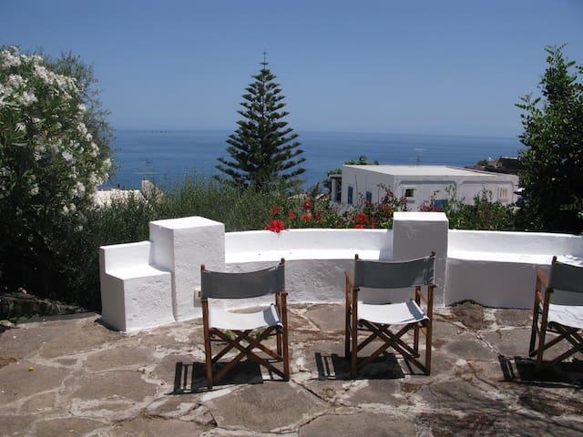 PANAREA: Spacious 4-Bedroom Home with Garden/Views - San Pietro, Panarea - Casa