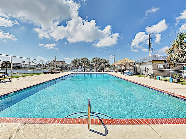 Enjoy access to the sparkling West End Marina pool.