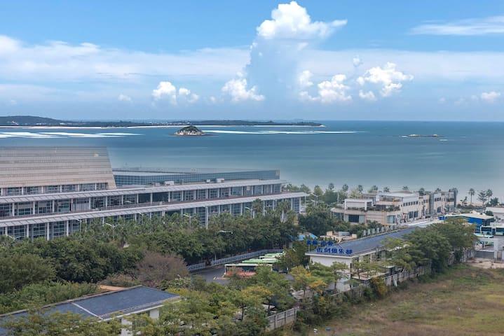 厦门会展中心清新三房,紧邻环岛路沙滩会展中心,风格靓丽光鲜,靠近曾厝垵、厦门大学、鼓浪屿等各大景点