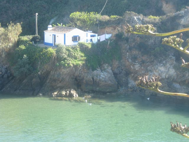 Fisherman's house on the seafront - porto covo - Casa