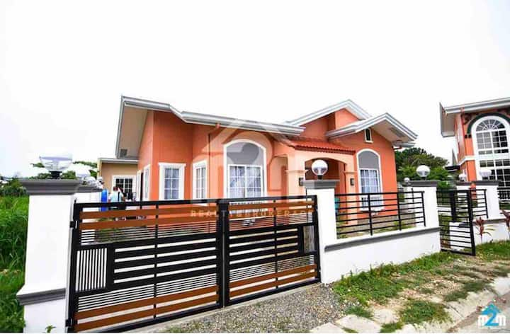 Lovely house in Cordova (Inside Subdivision)