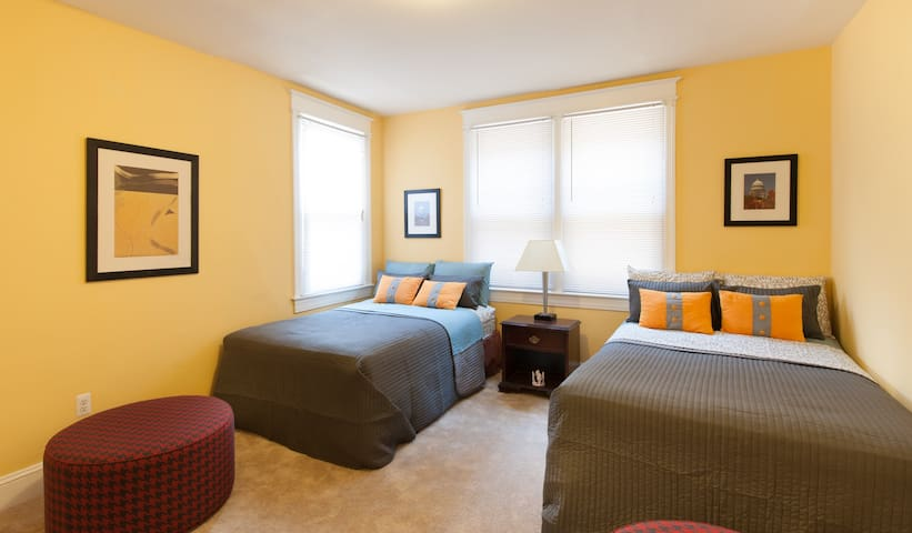 Amazing Room with 2 full beds - Washington - Apartment