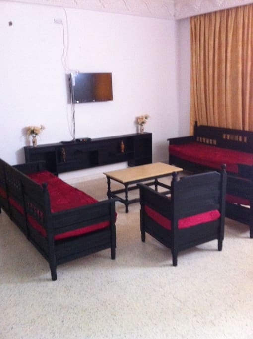 rez de chauss pied dans l eau villas for rent in hammam sousse sousse tunisia. Black Bedroom Furniture Sets. Home Design Ideas
