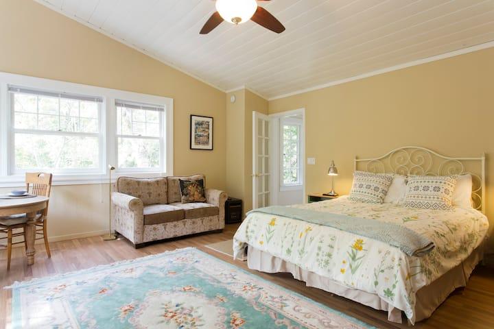 Private creekside suite in Fairfax