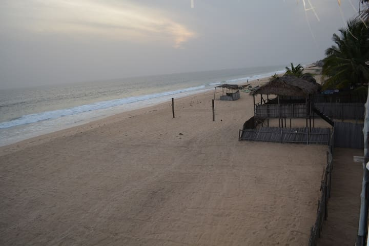 2 Bedroom Oceanfront Beach House - Eleko Beach