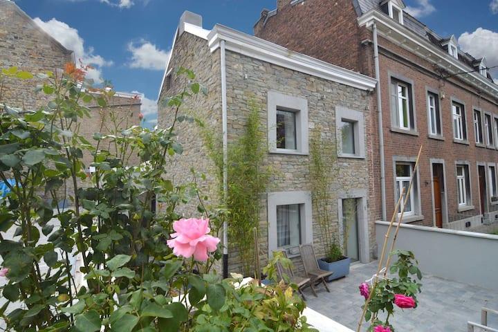 Charming Holiday Home with Veranda, Terrace,Garden Furniture