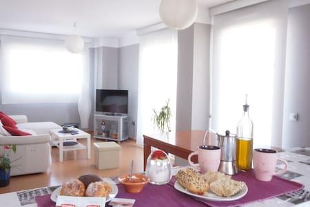 Bonita  habitación en piso nuevo. - Almería - อพาร์ทเมนท์