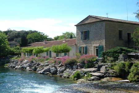 Le moulin de l'aqueduc - Fontaine-de-Vaucluse
