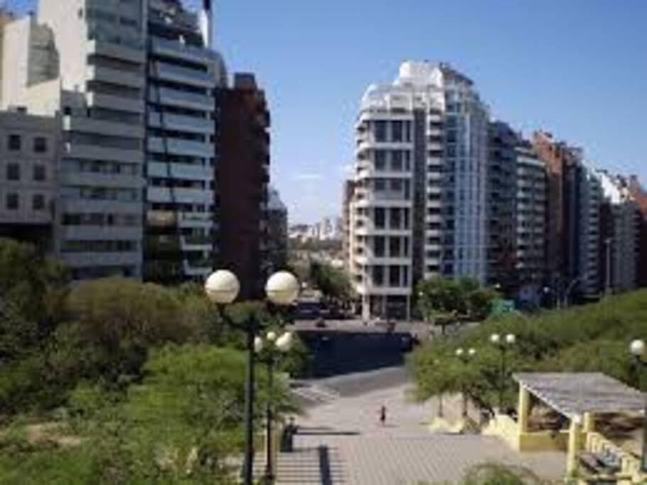 Escaleras del Parque Sarmiento a 10 minutos caminando.-