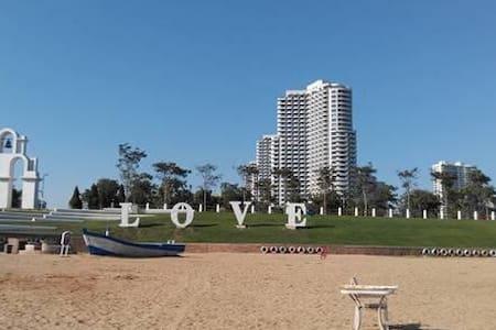 度假-东戴河山海同湾小区,可观海、地中海式精装公寓 - Huludao