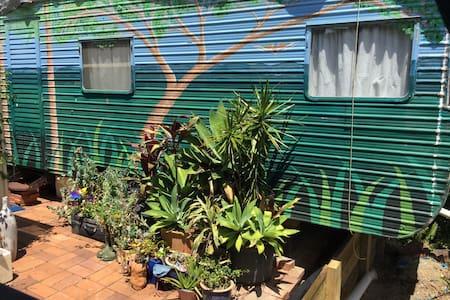 Caravan stay in Subtropical Food Garden - Tanah Merah - 小木屋