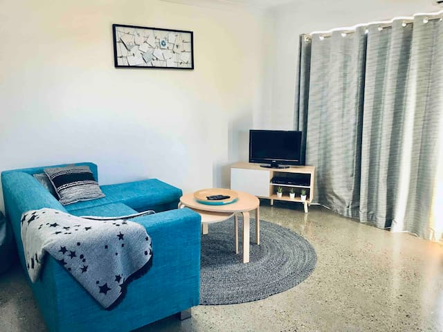 Modern & Private close to City, RNA, RBH, Airport