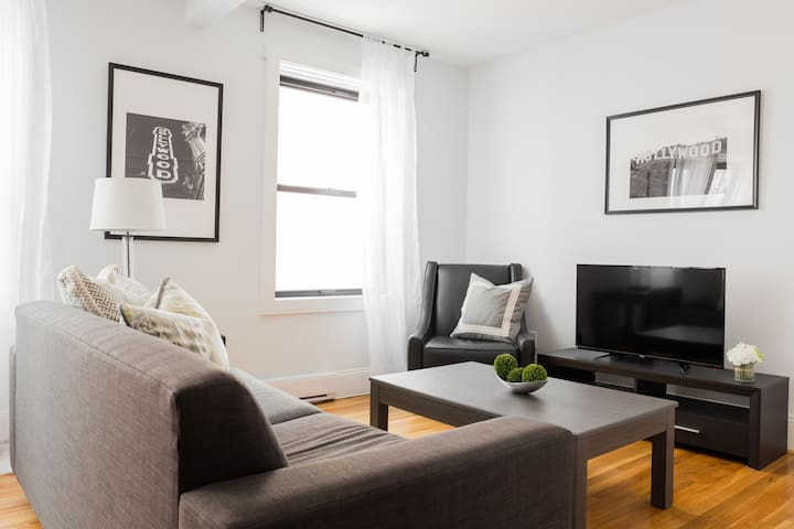 Lively 1BR in Theater District by Sonder