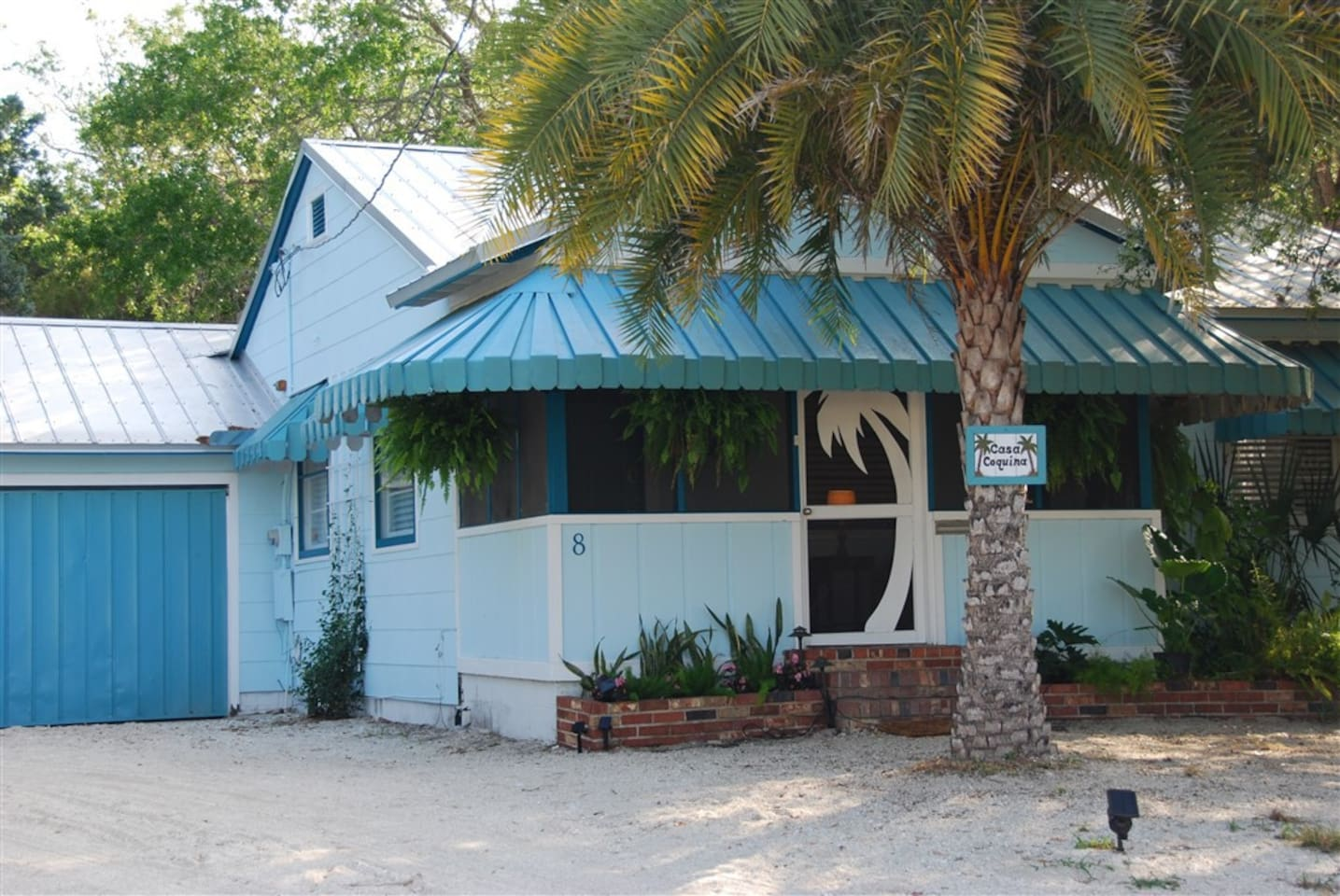 Classic Old Florida home, completely updated in walking distance to the old city, St Augustine Amphitheater (concerts), Anastasia Island shops, restaurants and bars.  Five minutes to beach. Room to park a small boat in the yard.