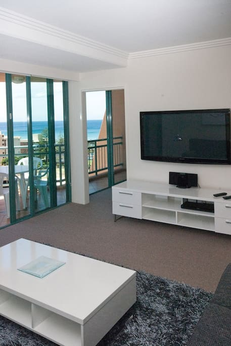 10Th Floor with Great Ocean Views to the North also 50 inch Plazma TV with Blueray DVD.