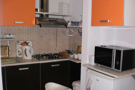 Double bed sitter near tourist area - Montecchio - Appartement