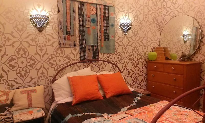 Historic House close to city centre - Wellington - Bed & Breakfast