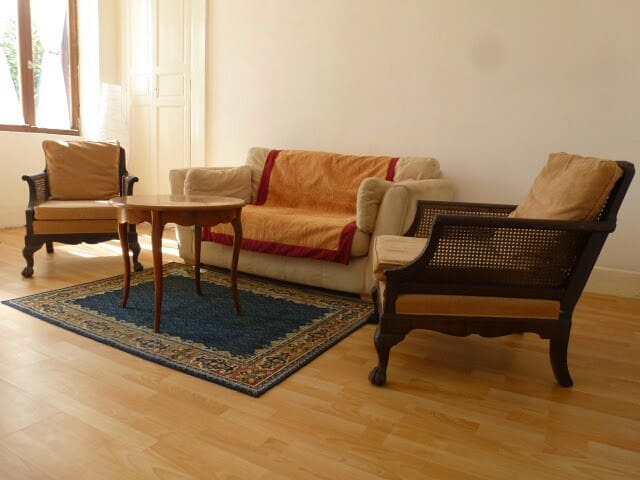 Comfortable spacious lounge with sofa bed, French & English TV, free wifi, airconditioning. Views over canal.