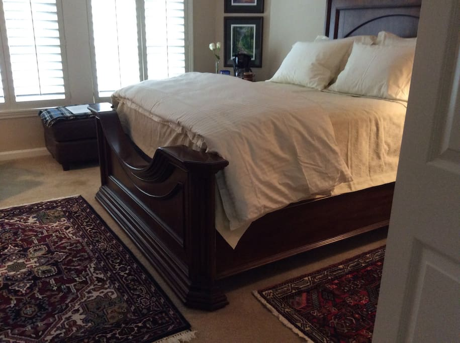 Queen Bed with Cotton Bed Sheets and Down Comforter
