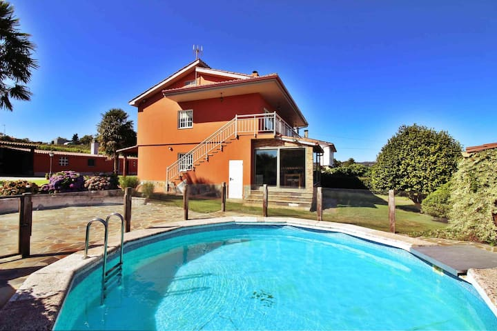 Ref. 11923 Fantastic house with pool