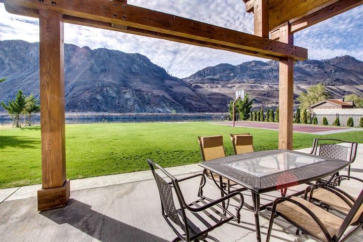 Spacious waterfront home w/ lawn, basketball court, &  Fantastic Views!