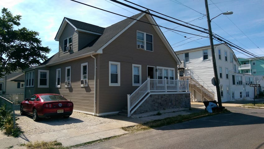 **Shore house 2 blocks from the beach** - Seaside Heights - House