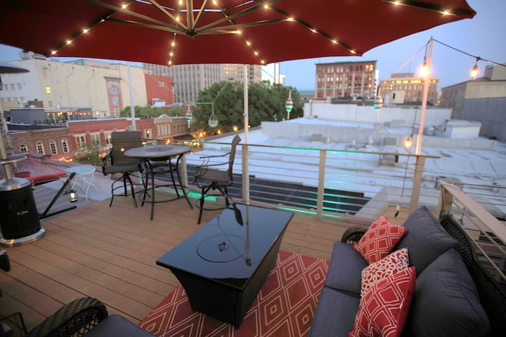 Market Square Loft with Rooftop Deck
