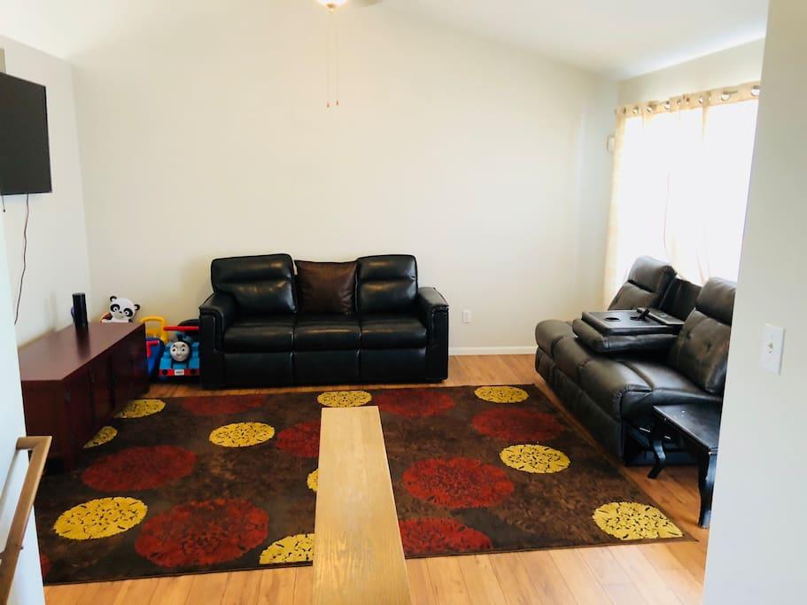 Living Room (3rd angle)