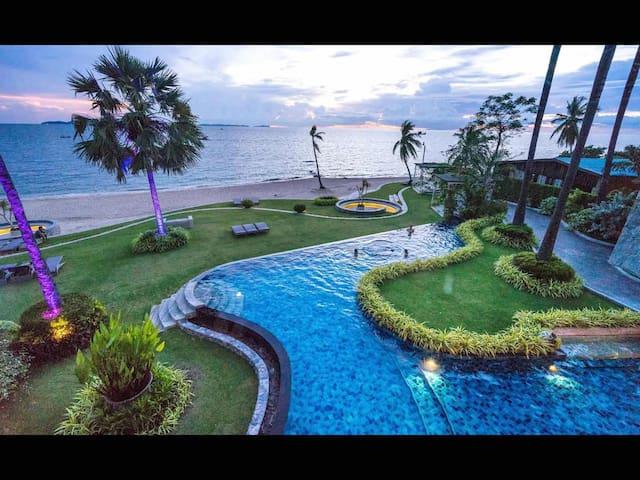 N 哇 是芭提雅网红地标顶级奢华无敌海景酒店公寓 还带美美的私家沙滩哦 我们是 THE PALM