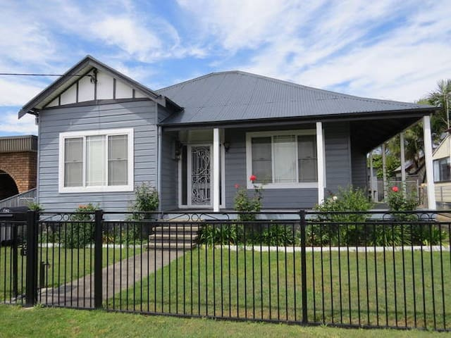 Aberdare Lodge beautiful cottage - Cessnock - Huis