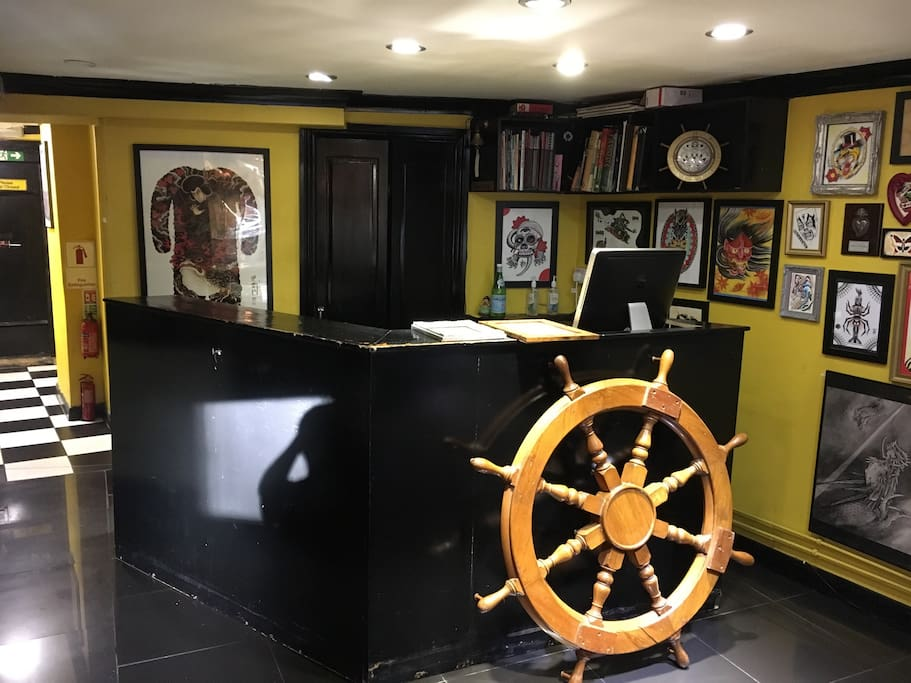 Mediumdouble tattoo shop central london flats for rent for Tattoo shops in london