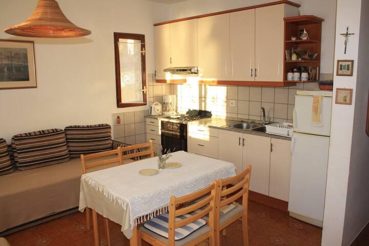 Apartment Kastel for 4 (a) - Stara Novalja - Apartamento