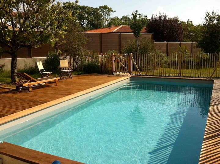 Nice Villa with heated swimming pool La Rochelle