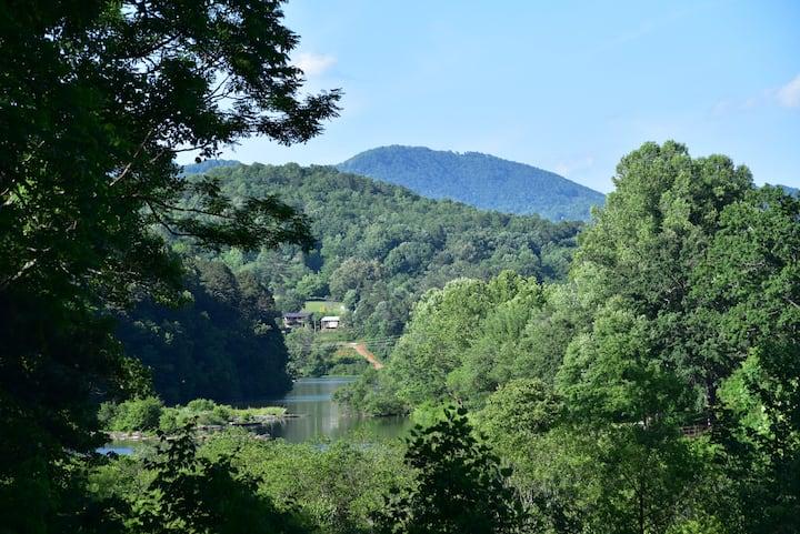 Cozy Cottage Mountain Retreat