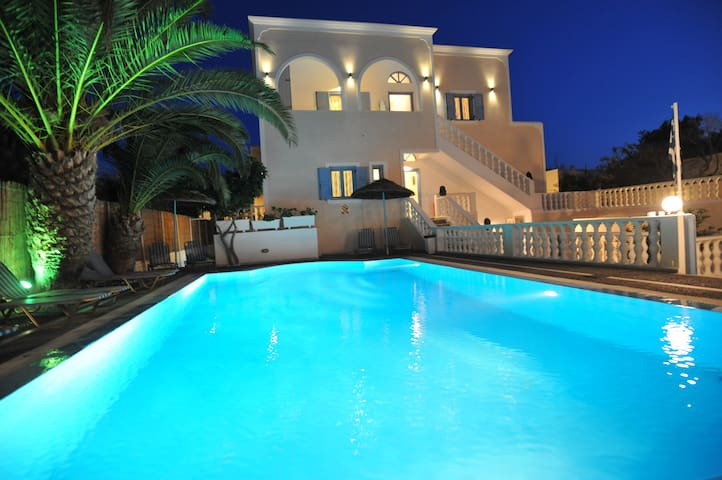 Stelios Place triple room 3 - Santorini - Appartement