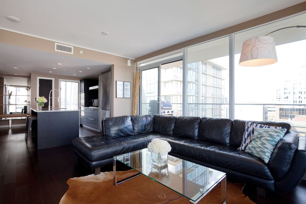 Beautiful Condo - Heart of Downtown