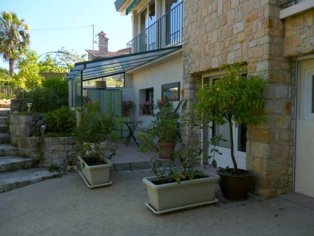 studio indépendant centre ville - Mandelieu-la-Napoule - Villa