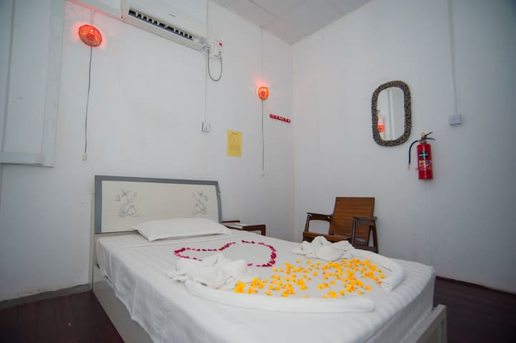 Single with shared bathroom 1 - Yangon - Dom