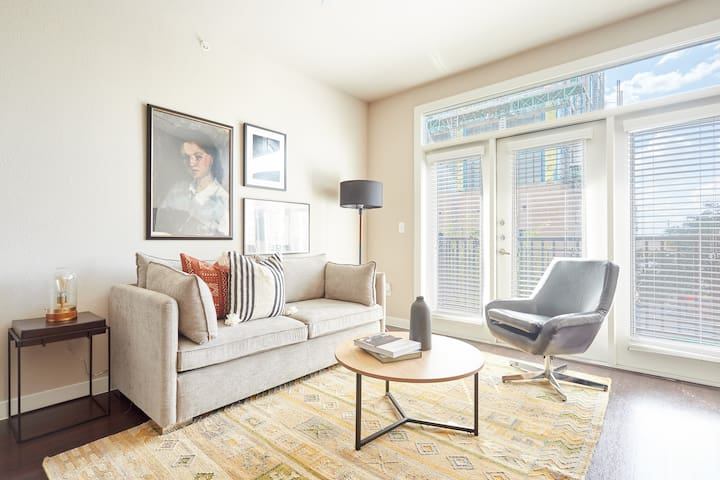 Sonder | Pearl District | Lovely 2BR + Balcony