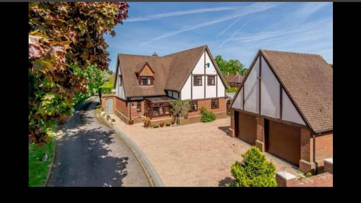 Close to Newbury Town Centre and the Countryside