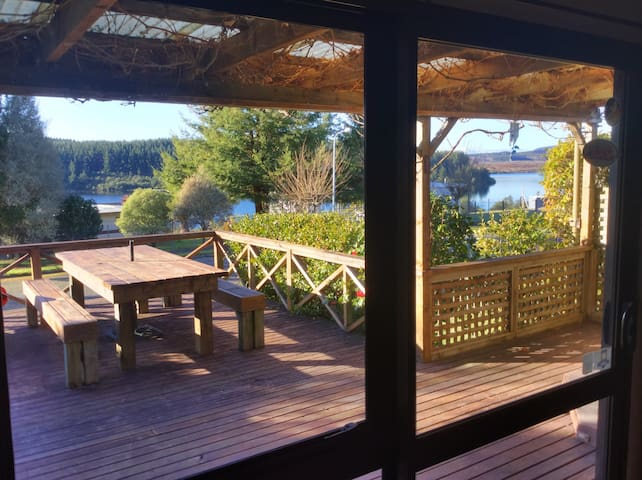 Holiday cottage with lake view - Mangakino