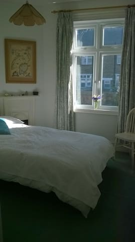 2 small doubles in lovely home - Tooting Broadway - Huis