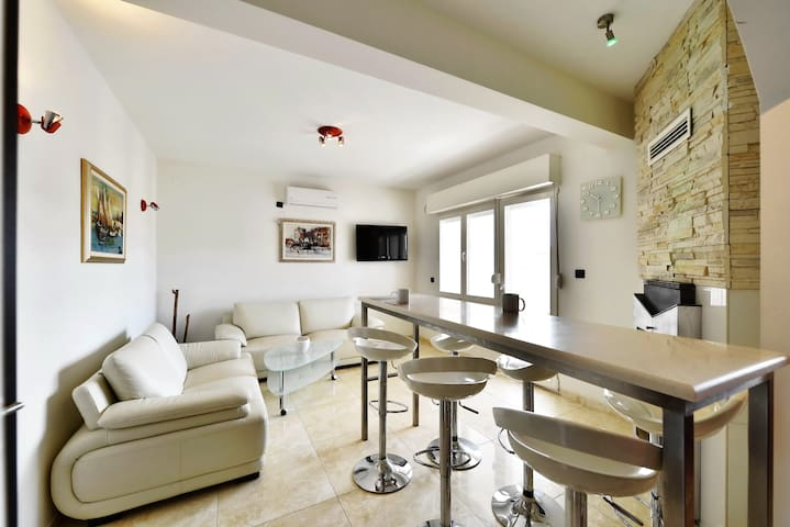 Luxury-4 bedrooms -near the beach - Stobreč - Apartamento