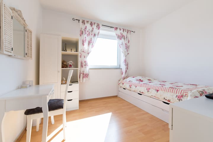 Room - 2 beds direct to Frankfurt - Langen (Hessen) - Apartemen