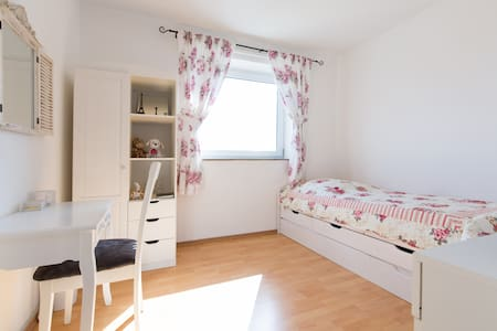 Room - 2 beds direct to Frankfurt - Langen (Hessen) - Leilighet