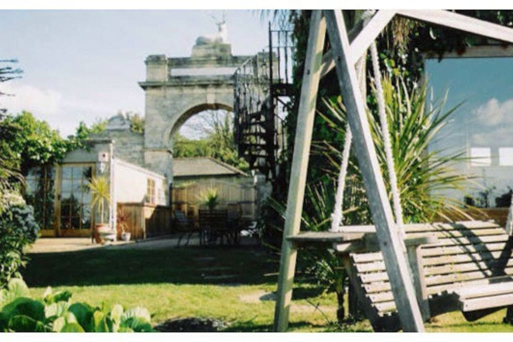 Large stone arch complete with stag and lions! Outdoor eating area (plus second driveway area if required)